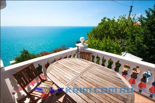 Терраса в частном доме с видом на чёрное море