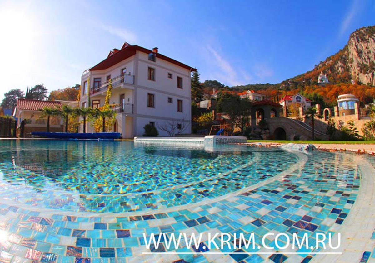 коттедж в Крыму с бассейном