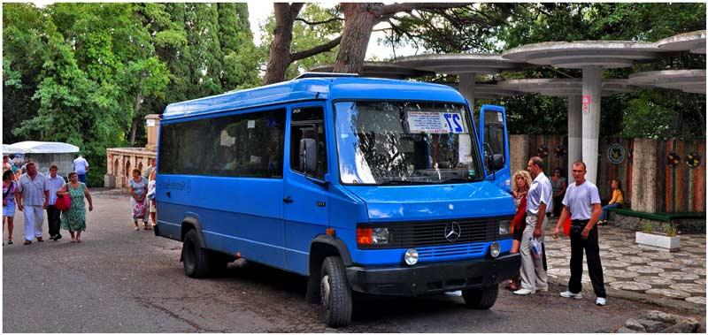 Автобус в Алупке
