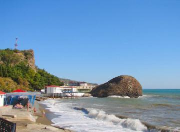 Пляжи Партенита. Прибой
