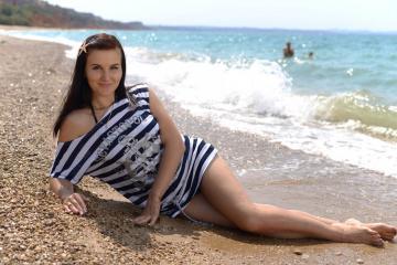 Девушка на пляже Бельбека
