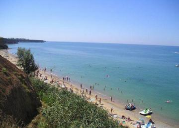 Люди на пляже в Андреевке